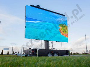 platformled-screen-trailer-with-tropical-island-on-screen