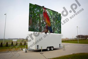 MobiLED led screen trailer with walls